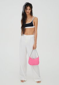 PULL&BEAR - Spodnie materiałowe - white - 1