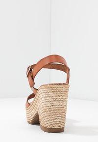 Musse & Cloud - ERA - Sandály na vysokém podpatku - tan - 5
