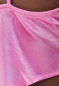 Bershka - SATINIERTES TOP IN LINGERIE-OPTIK 03273168 - Top - neon pink - 4