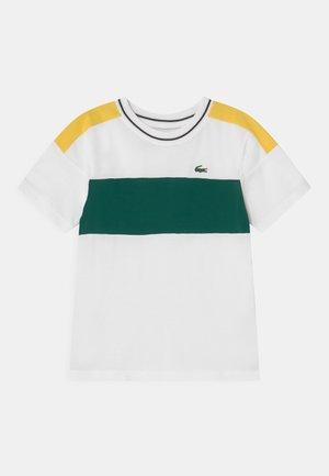 TENNIS UNISEX - T-shirt med print - white/yellow
