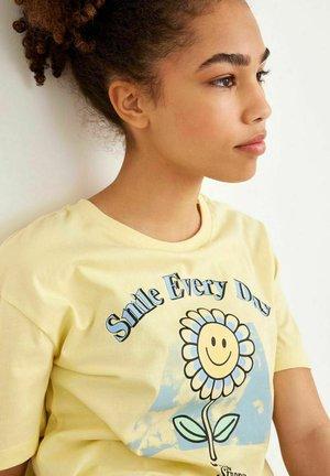 T-shirt z nadrukiem - mellow yellow