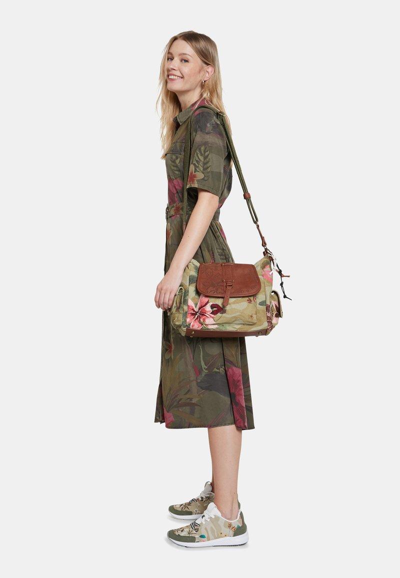 Desigual - BOLS CAMOLOVER KYOTO - Across body bag - green