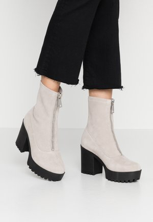 LEATHER PLATFORM BOOTIE  - Kotníková obuv na vysokém podpatku - taupe