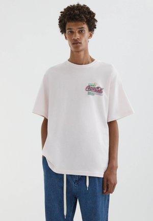 MIT SLOGAN COCA-COLA IN ROSA - Print T-shirt - pink