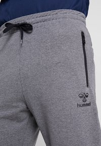 Hummel - RAY - Tracksuit bottoms - dark grey melange - 3