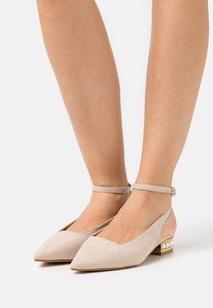 KENEDY - Ballerinat nilkkaremmillä - nude