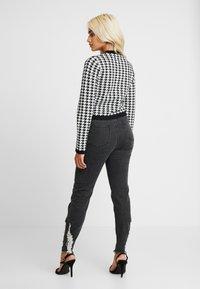Fashion Union Petite - HIBISCUS - Cardigan - black/cream - 2