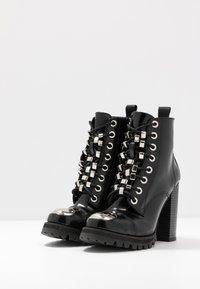 Jeffrey Campbell - KICKSTAND - Kotníková obuv na vysokém podpatku - black - 4