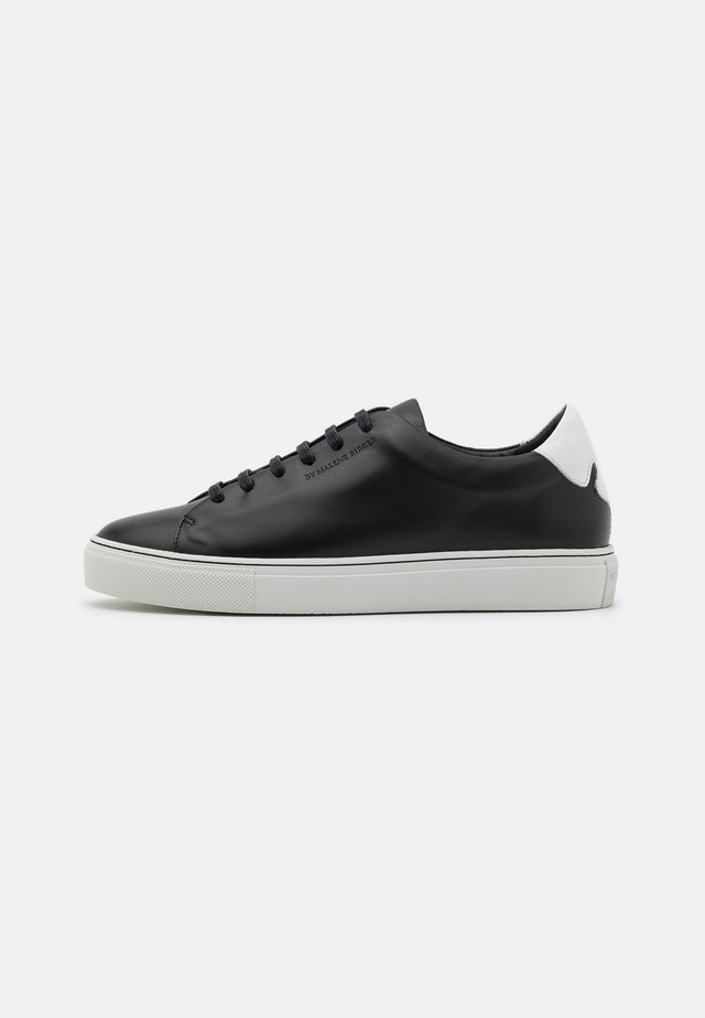 EXCLUSIVE SANDIE - Sneakers laag - black