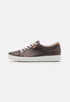 SOFT - Sneakersy niskie - dark brown