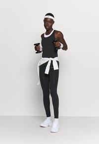 Hummel - HMLTIF SEAMLESS  - Camiseta de deporte - black - 1