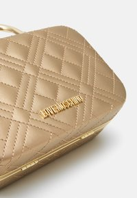 Love Moschino - EVENING BAG - Clutch - gold - 5