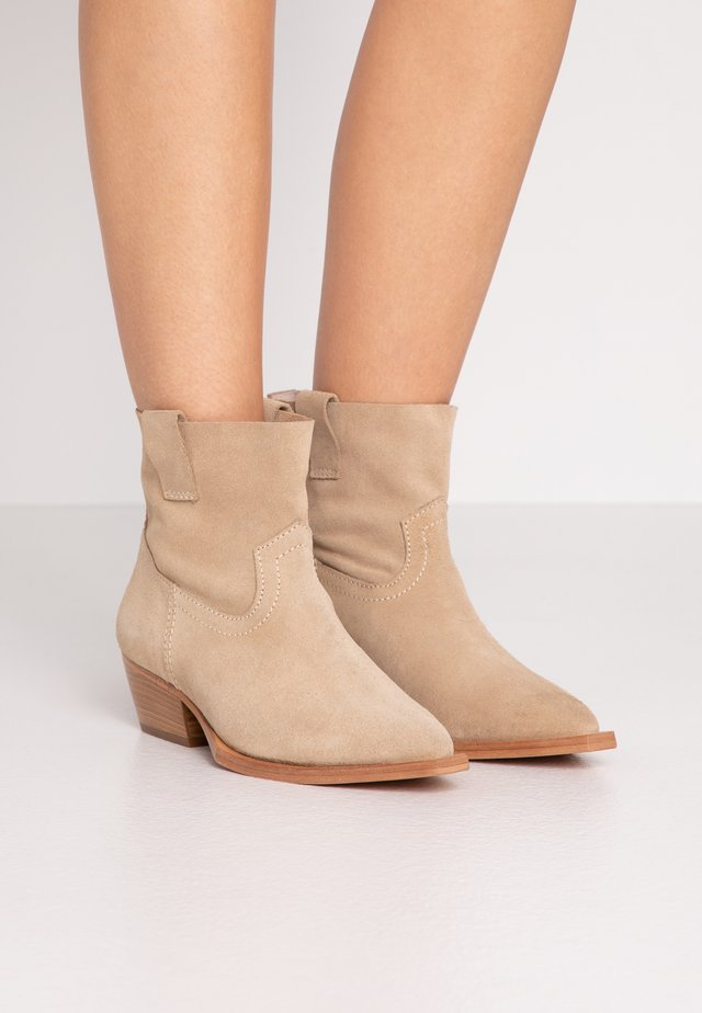 MOLOTON - Cowboy/biker ankle boot - taupe