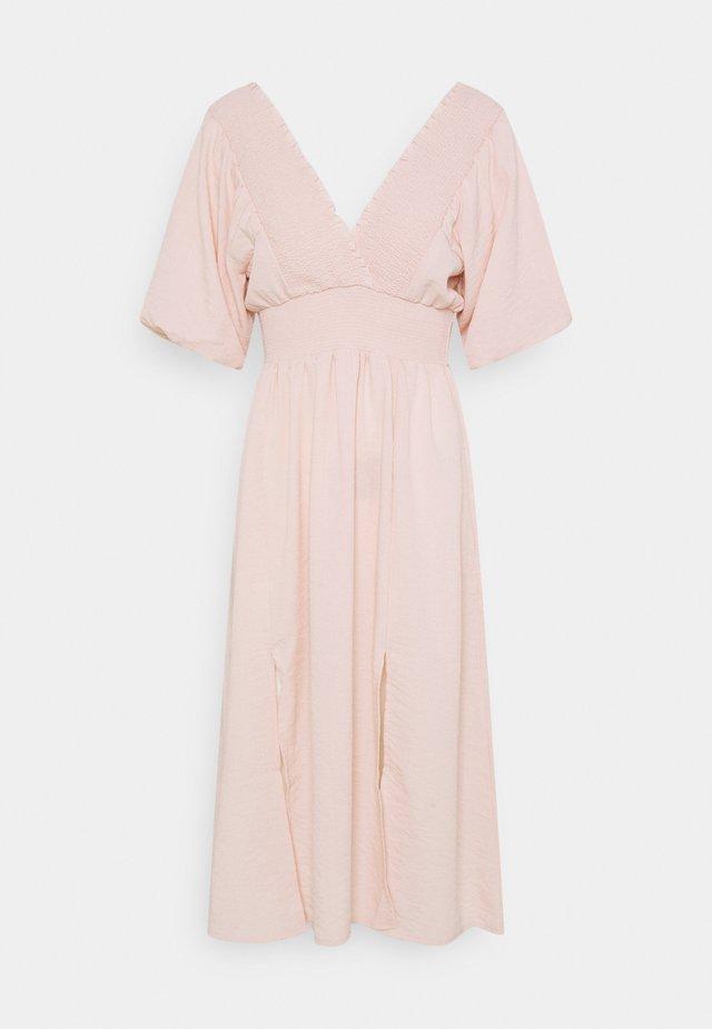 PETITES LAMAR PUFF SLEEVE DRESS  - Denní šaty - light pink