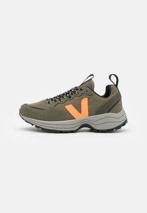 VENTURI - Sneakers laag - kaki/neon orange