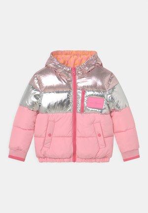 REVERSIBLE PUFFER - Zimní bunda - washed pink