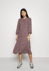 Moss Copenhagen - KAROLA RAYE DRESS - Shirt dress - black/lavender - 1