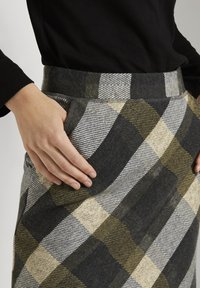 TOM TAILOR - A-line skirt - black yellow check knitted - 4