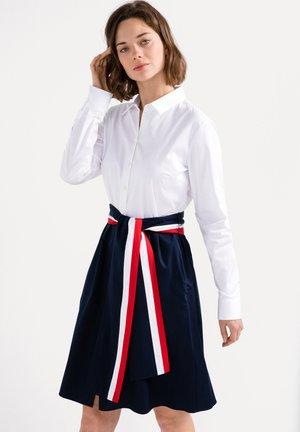 KANA-FOG SLIM FIT - Shirt dress - blau beige/braun
