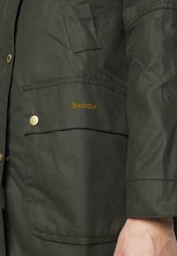 Barbour - AUSTEN WAX - Light jacket - dark green - 5