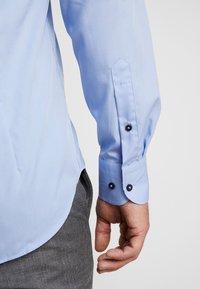 Tommy Hilfiger Tailored - POPLIN CLASSIC SLIM SHIRT - Formální košile - blue - 3