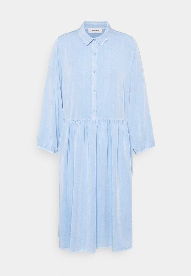 IRWIN DRESS - Skjortklänning - blue