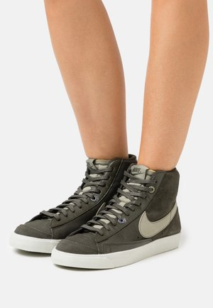 BLAZER MID '77 - Sneakersy wysokie - sequoia/light army/light silver
