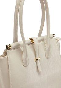 faina - Handbag - champagner - 5