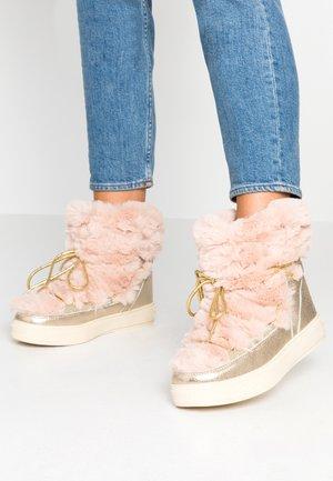 Šněrovací kotníkové boty - pink