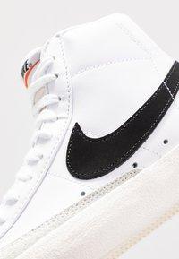 Nike Sportswear - BLAZER MID '77 - Sneakersy wysokie - white/black/sail blanc - 3