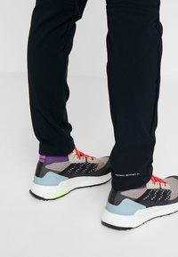 Columbia - WINDGATES FALL PANT - Outdoorové kalhoty - black - 4