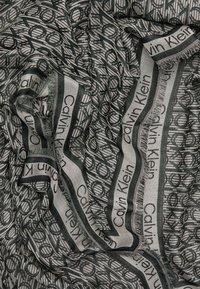 Calvin Klein - MONO SCARF - Šátek - green - 1