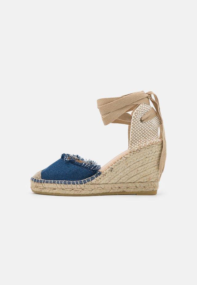 Sandały na platformie - jean