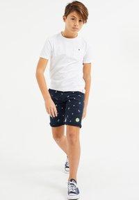 WE Fashion - MET PALMBOOMOPDRUK - Shorts - dark blue - 0