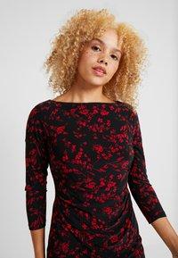 Lauren Ralph Lauren Petite - VICTORINA 3/4 SLEEVE DAY DRESS - Fodralklänning - black/scarlet red - 4