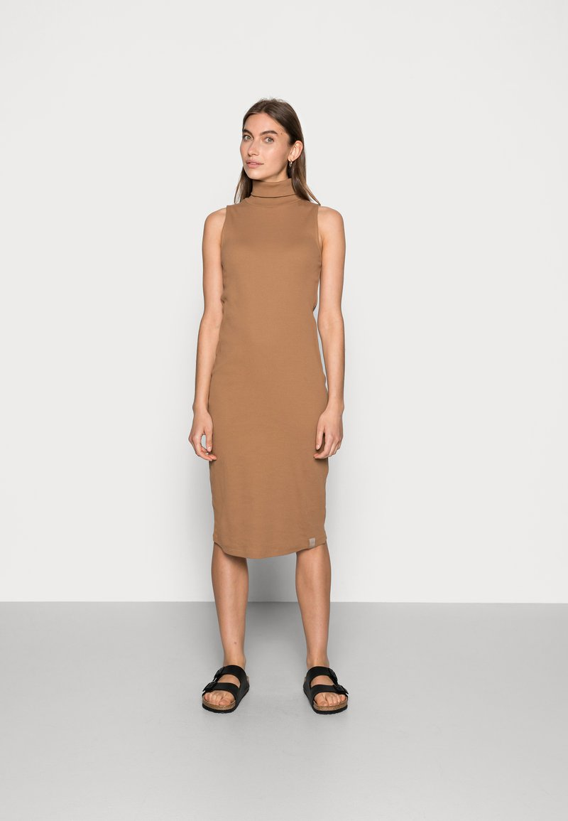 Lounge Nine - NASH  ROLLLNECK DRESS - Jerseyklänning - toasted coconut