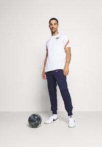 Nike Performance - CHELSEA LONDON FC  - Klubbkläder - white/ember glow/concord - 1