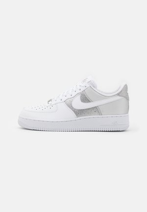 AIR FORCE 1 - Sneakers - white/metallic silver