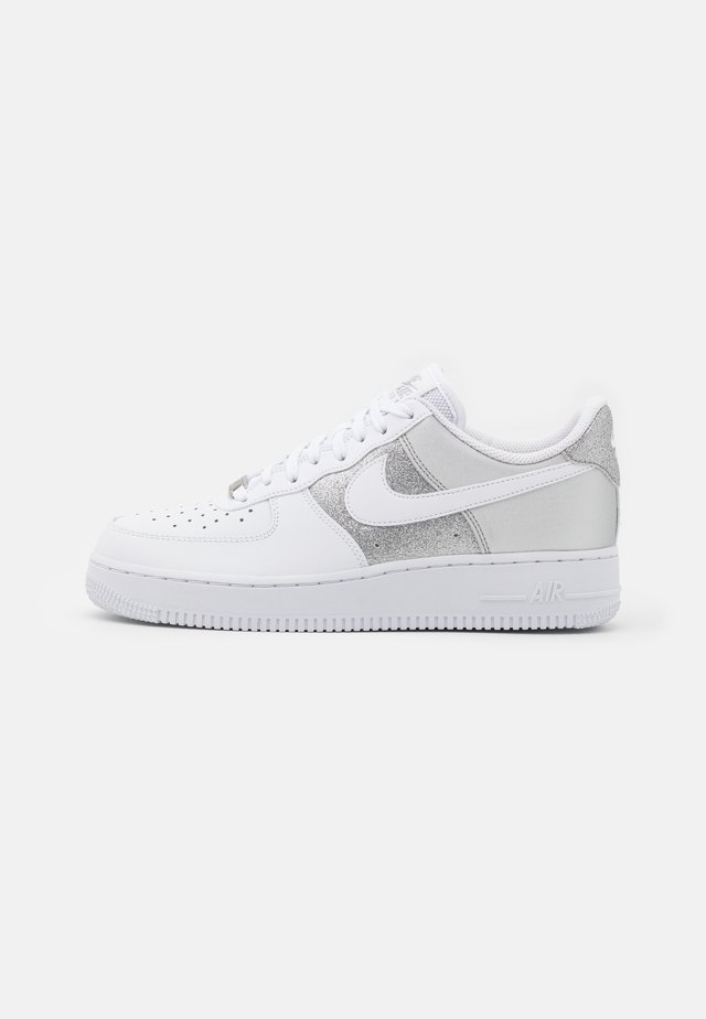 AIR FORCE 1 - Sneakers laag - white/metallic silver