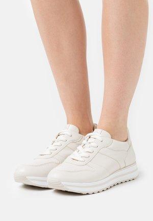 Sneakers basse - cream