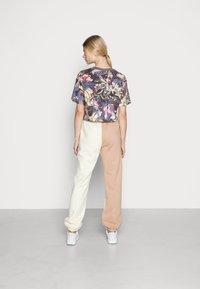 Nike Sportswear - PANT - Pantalon de survêtement - pearl white - 2
