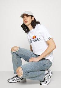 Ellesse - HAREBA - Print T-shirt - white - 3