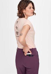Mammut - RUNBOLD ZIP OFF WOMEN - Outdoor trousers - blackberry - 5