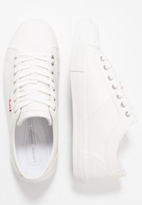 Levi's® - WOODWARD - Baskets basses - regular white - 1