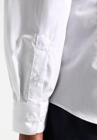 Esprit Collection - SLIM FIT - Chemise classique - white - 4