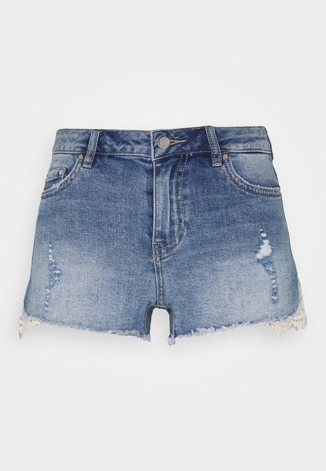 ONLCARMEN LIFE - Shorts vaqueros - dark blue denim