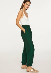 OYSHO - Tygbyxor - evergreen - 3