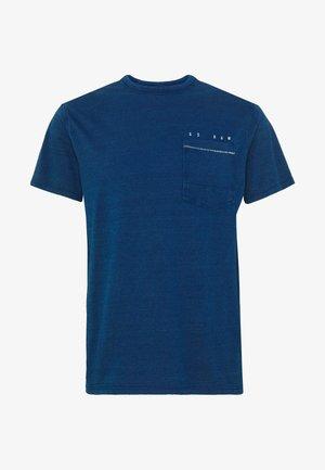 INDIGO RAW EMBRO GR POCKET R T S\S - T-shirt z nadrukiem - faded indigo