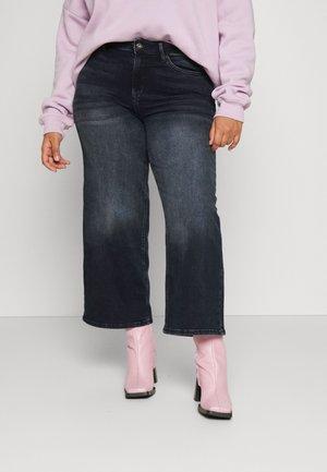 CARADISON LIFE WIDE CROP - Bootcut jeans - blue black denim
