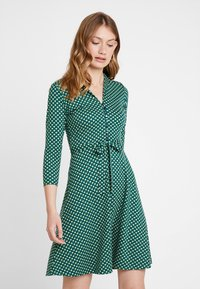 King Louie - EMMY DRESS SAFFRON EXCLUSIV - Skjortekjole - green - 0